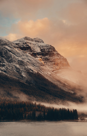 Photo pour Snow capped mountain and fog at sunset in Yoho National Park in Canada - image libre de droit