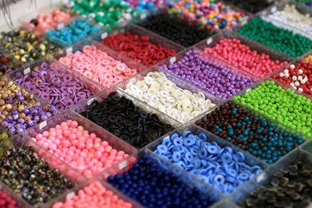 Photo pour Elements for jewelry in the boxes at a market - image libre de droit
