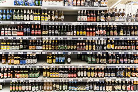 Photo pour BUCHAREST, ROMANIA - DECEMBER 06, 2014: Beer Bottles On Supermarket Stand. - image libre de droit