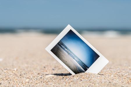 Photo pour Instant Photo With Vacation Memories On Ocean Beach - image libre de droit