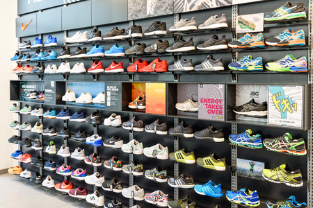 Foto de VIENNA, AUSTRIA - AUGUST 08, 2015: Nike Running Shoes For Sale In Nike Shoe Store Display. - Imagen libre de derechos
