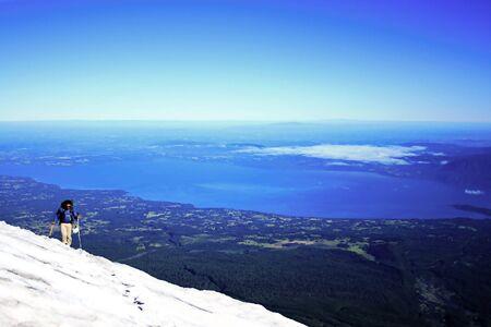Photo pour climbing up the Villarrica volcano in south Chile - image libre de droit