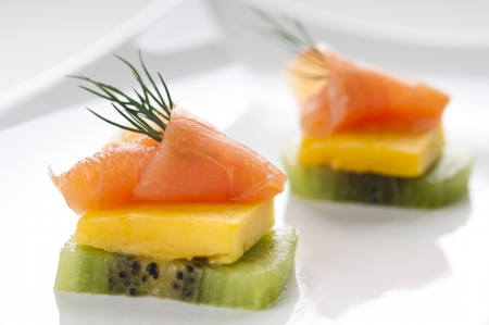 Smoked salmon appetizer with mango, kiwi and dill