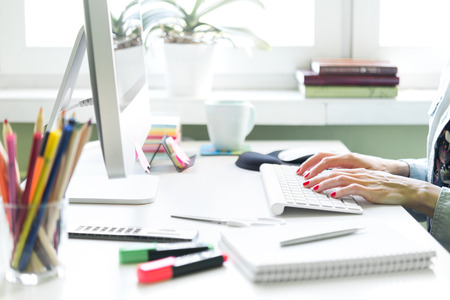 Photo pour Young woman working at home or in a small office. - image libre de droit
