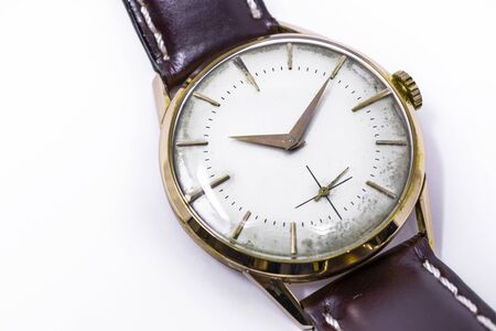 Photo pour An old gold mechanical wristwatch with manual winding. Antique watch ruined by time, with scratches and mildew stains, rust, oxidation. Leather strap (band). Vintage clock. Spend time. - image libre de droit