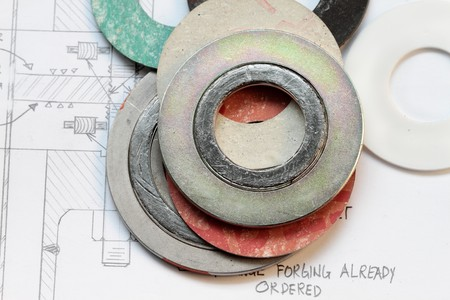Photo pour set of gaskets with calculation of flange boltings- many uses in the oil and gas industry - image libre de droit