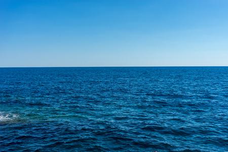 Photo pour Europe, Italy, Cinque Terre, Vernazza, a body of water next to the ocean - image libre de droit