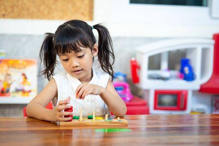 Photo pour child little girl playing wooden toys - image libre de droit