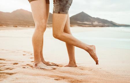 Foto de Close up of young couple kissing on the beach - Imagen libre de derechos