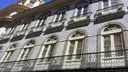 Foto de Very old house, Portuguese style - Imagen libre de derechos