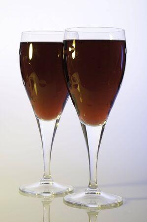 gros plans verres de vin rouge et rose