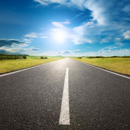 Photo pour Driving on an empty road to the sun - image libre de droit