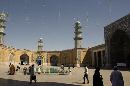 picture of the shrine of Fatima Almasomh, It is the shrine to the Shiite sect and is located in the city of Qom. And contains a huge golden dome and a number of minarets aureus and the huge doors.