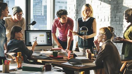 Photo pour Colleagues brainstorming in a meeting - image libre de droit