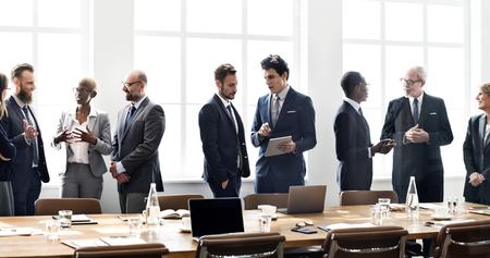 Foto de Diverse business people in a meeting - Imagen libre de derechos