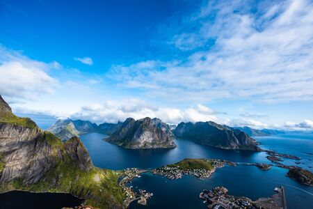 Photo pour an archipelago in the county of Nordland, Norway. - image libre de droit