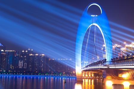 Photo pour Night scene of Liede bridge with brilliant spot light in Guangzhou city of China - image libre de droit