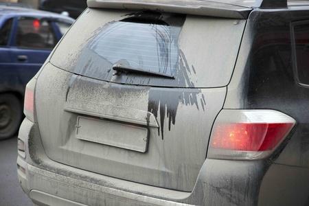 Photo pour dirty car in the winter - image libre de droit