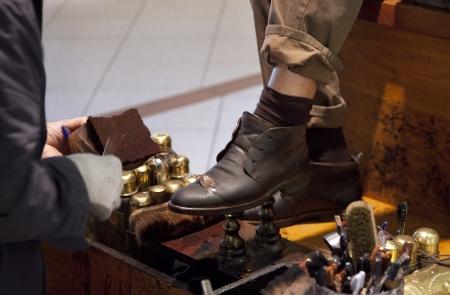 Photo pour shoes polish - image libre de droit