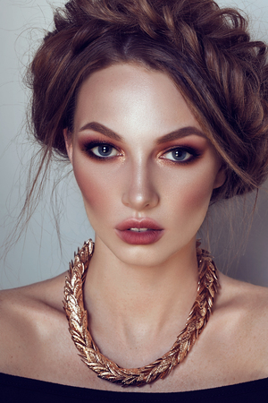 Foto de Beautiful girl with the Golden makeup and golden jewelry. Fashion woman Portrait. - Imagen libre de derechos