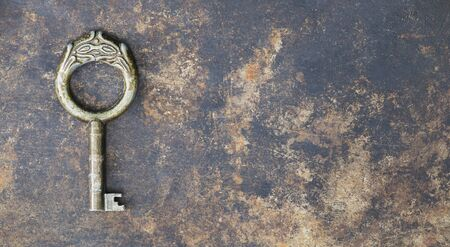 Photo pour Antique rusty ornate key on grunge metal background, escape room concept, web banner with copy space - image libre de droit