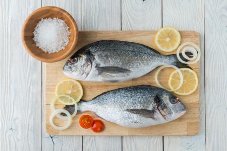 Photo pour fish with spices on a wooden background - image libre de droit