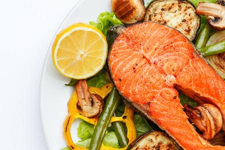 Photo pour Studio shot of crispy roasted salmon steak - image libre de droit