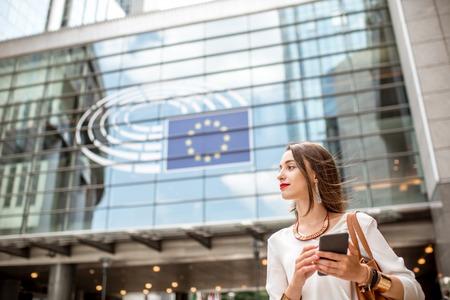 Foto de Businesswoman near the parliament building in Brussel - Imagen libre de derechos