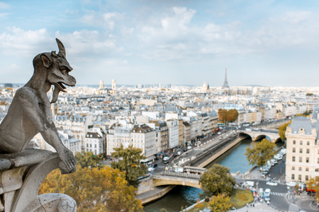 Foto de Aerial panoramic view of Paris with gargoyle sculpture on the Notre-Dame cathedral during the morning light in France - Imagen libre de derechos