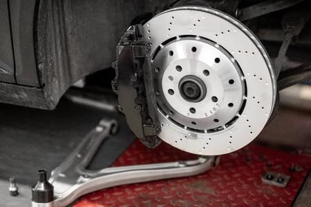 Photo pour Disk of a luxury sports car at the car service - image libre de droit