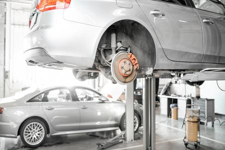 Photo pour Car standing on the hoist during the diagnostics at the car service - image libre de droit