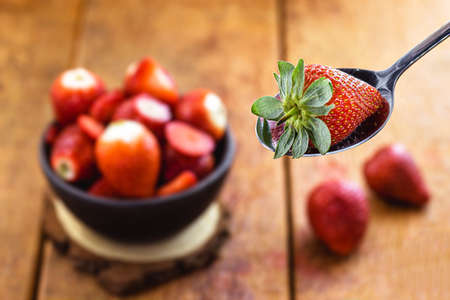 Brazilian strawberry in the spoon with punctual focus, fresh fruit, most consumed fruit in the world, sweet ingredientの素材 [FY310156286221]