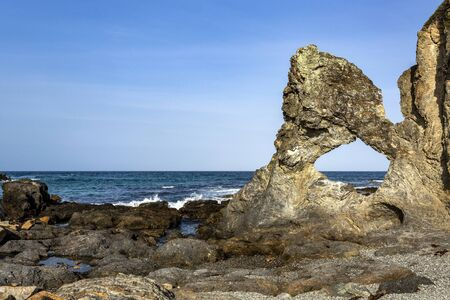 Photo pour View of the hole in the rock at Wagonga Head, with its remarkable resemblance to a map of Australia, in Narooma, South Coast of New South Wales, Australia - image libre de droit