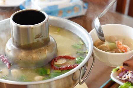 Photo pour River prawn spicy soup thai spicy food - image libre de droit