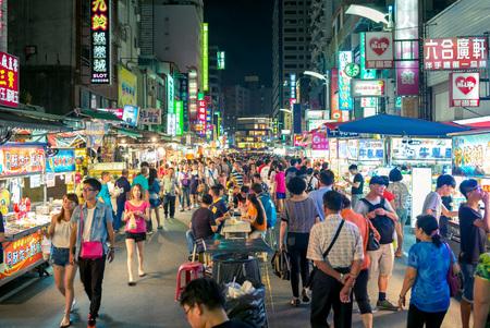 Photo pour liuhe night market in kaohsiung - image libre de droit