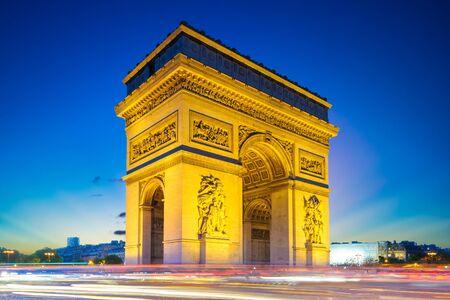 Photo pour Arc de Triomphe (Triumphal Arch) in Paris , France - image libre de droit