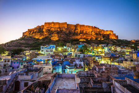 Foto für night view of jodhpur and mehrangarh fort in india - Lizenzfreies Bild