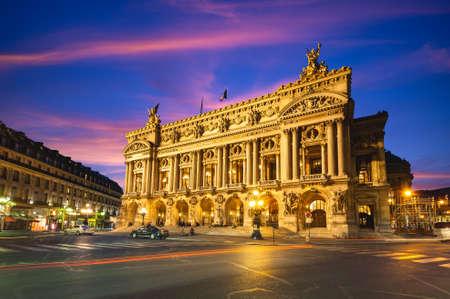 Photo pour Night view of the Palais Garnier, Opera in Paris, france - image libre de droit