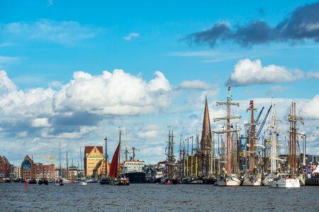 Foto für Windjammer on the Hanse Sail in Rostock, Germany. - Lizenzfreies Bild