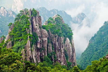 Photo pour Atop in Yellow sacred mountains Huangshan in China - image libre de droit