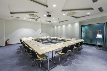 Photo pour Modern boardroom interior - image libre de droit