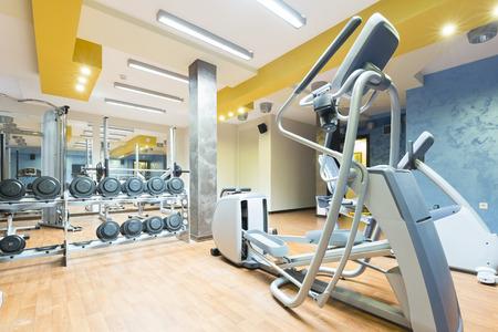 Foto de Hotel gym interior with equipment - Imagen libre de derechos