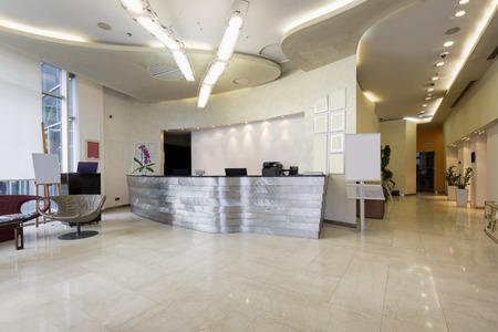 Photo pour Reception area with reception desk - image libre de droit