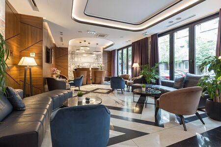 Photo pour Interior of a modern luxury hotel reception - image libre de droit