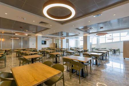 Photo pour Interior of a empty hotel restaurant - image libre de droit
