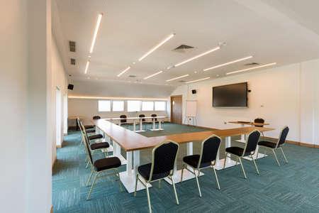 Photo pour Interior of a conference room in a hotel - image libre de droit