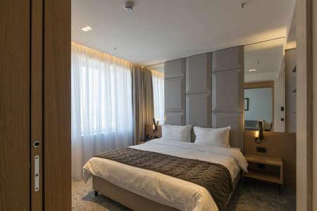 Photo pour Interior of a luxury hotel bedroom - image libre de droit