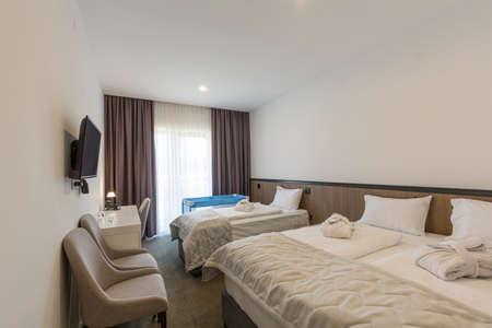 Photo pour Interior of a hotel bedroom with baby cot - image libre de droit