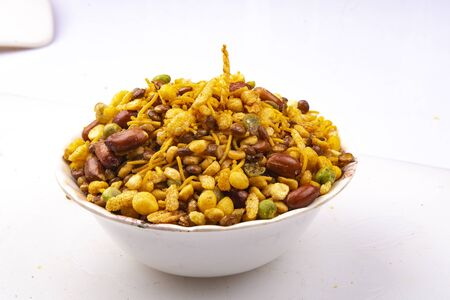 Photo pour traditional indian navratan mixture namkeen - image libre de droit