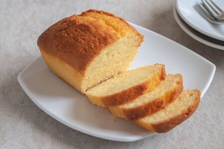 Photo pour Butter cake loaf or pound cake sliced on plate - image libre de droit